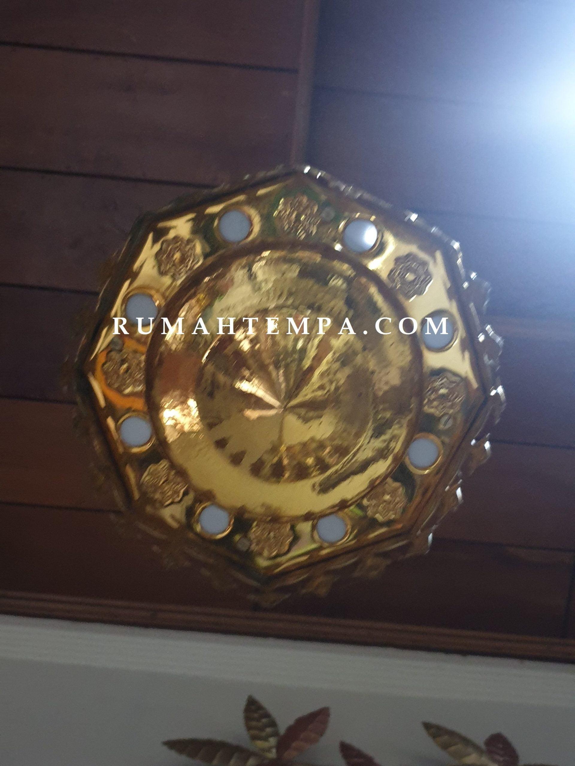 kerajinan lampu kuningan