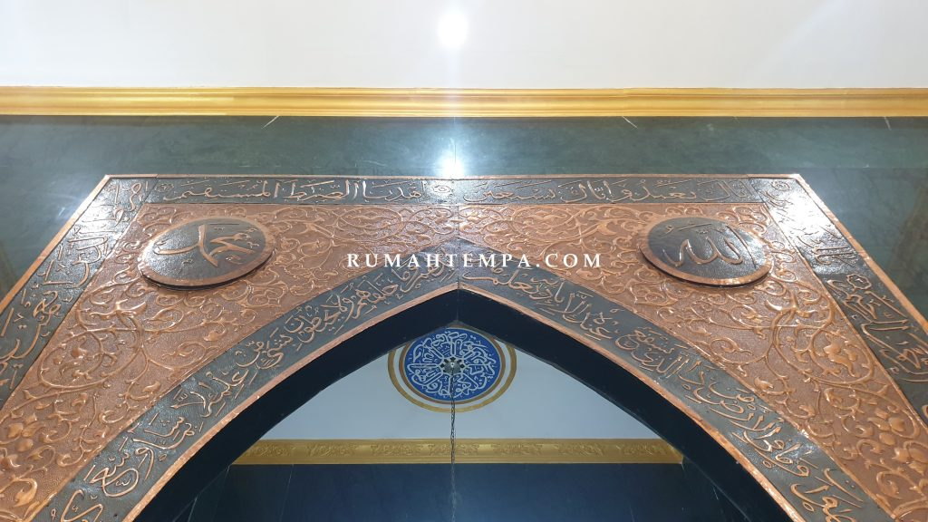 Pengrajin Mihrab Tembaga Kuningan