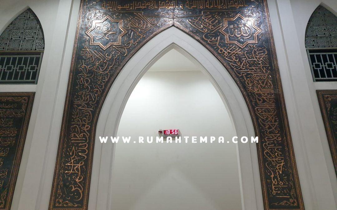Mihrab Kaligrafi Tembaga