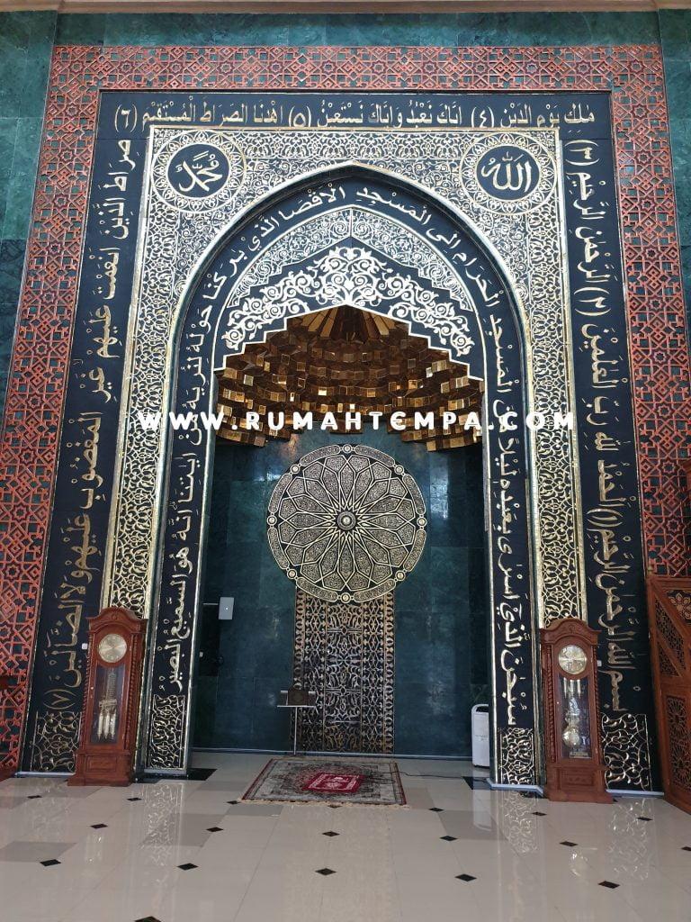 mihrab masjid kuningan tembaga