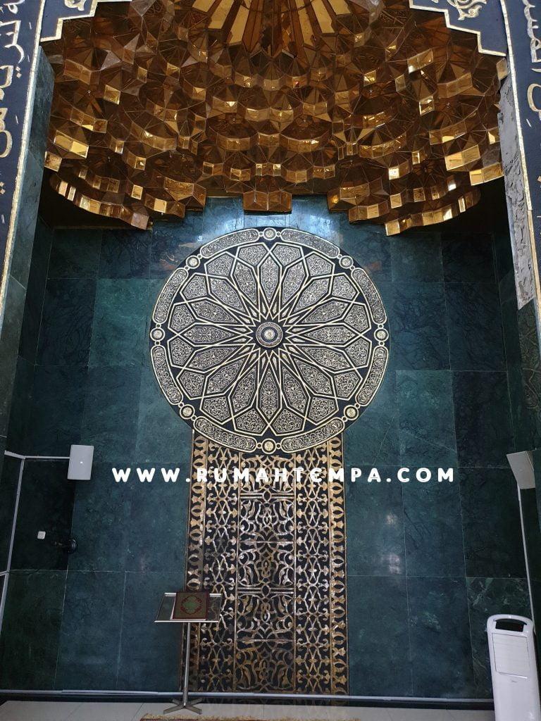 mihrab masjid kunigan dan tembaga