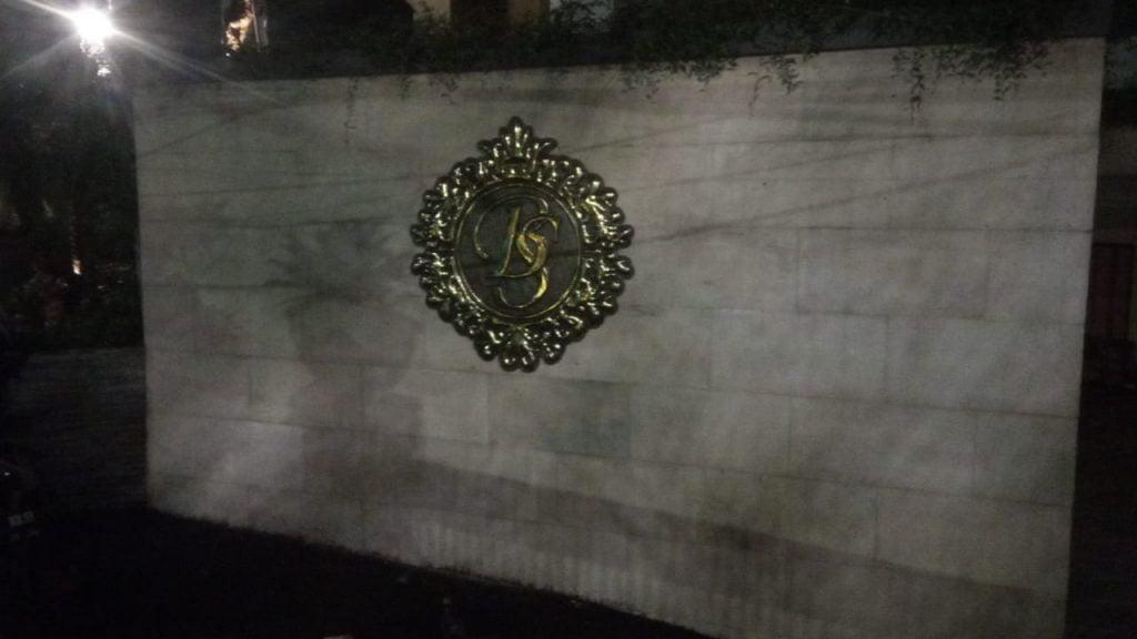 Kerajinan logo kuningan