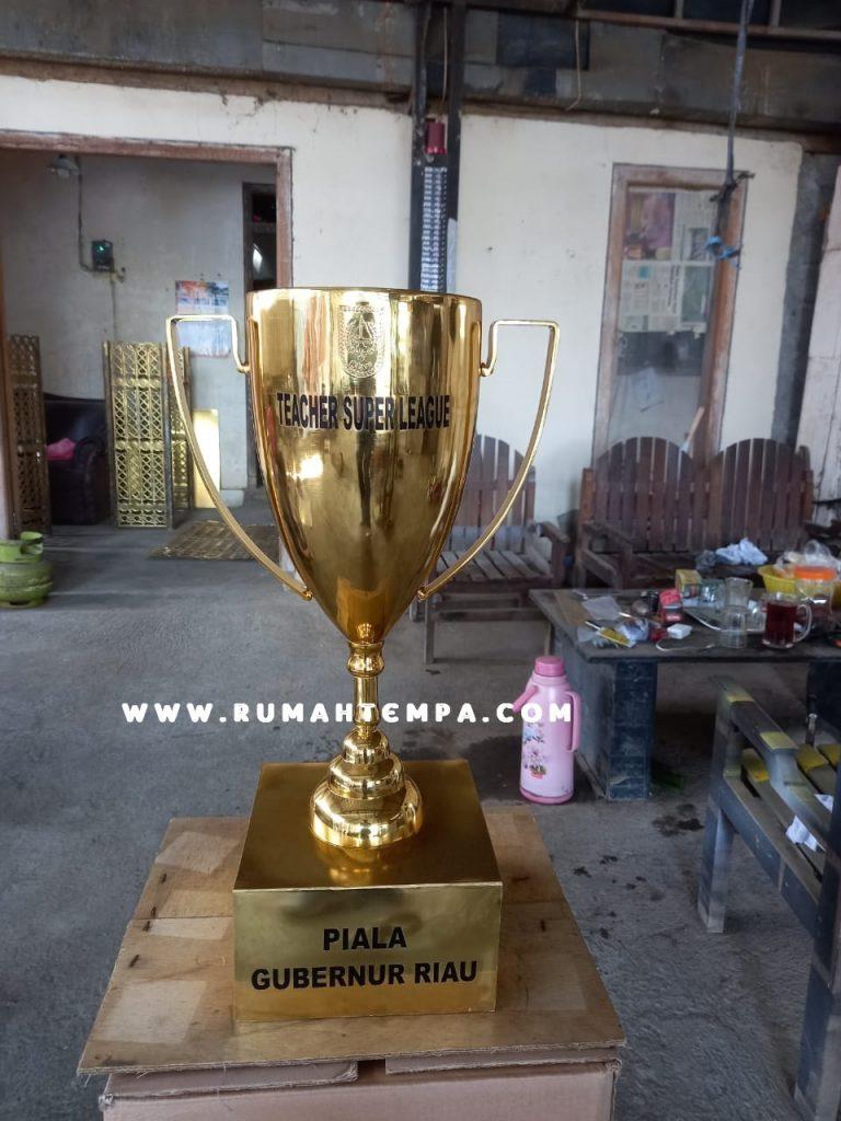 trophy piala kuningan